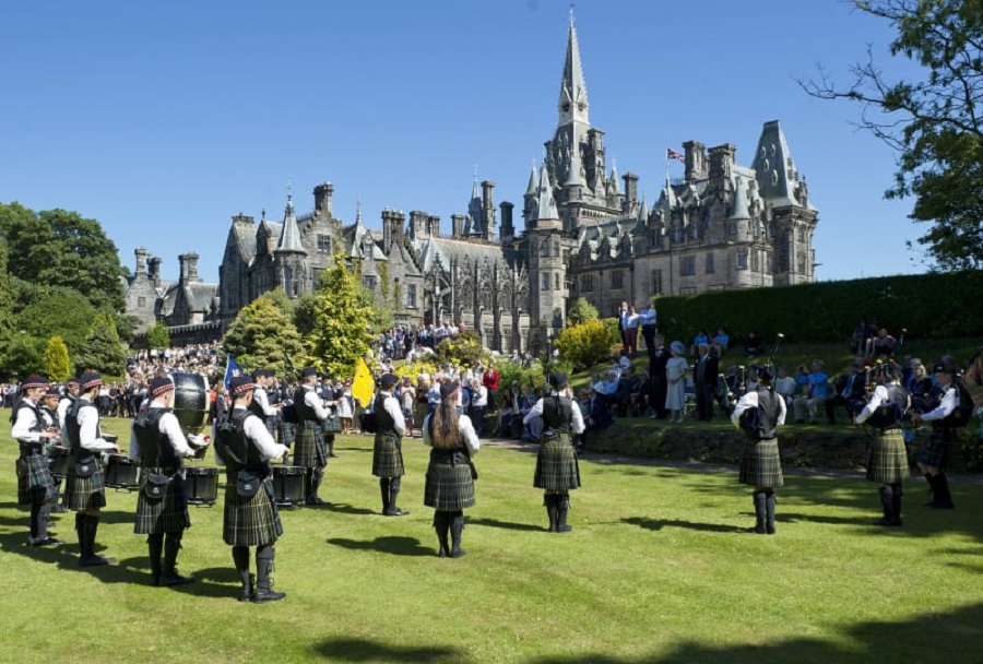 900 fettes college Co curricular